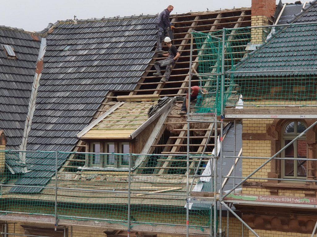 Villa Bianca am Huy bekommt ein neues Dach